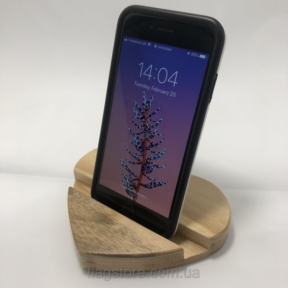 Деревянная подставка под телефон в виде сердечка орех 9